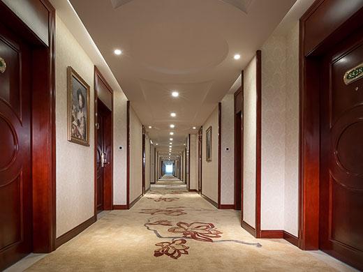 酒店采用欧式巴洛克风格装修