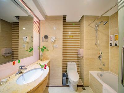 商务大床房卫浴