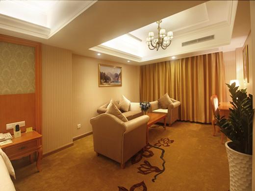 房间沙发区