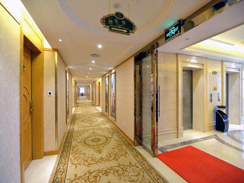 酒店楼层走廊