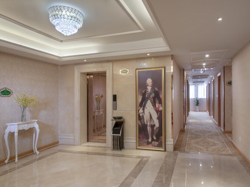 客房走廊及电梯口