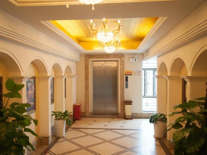 酒店电梯口