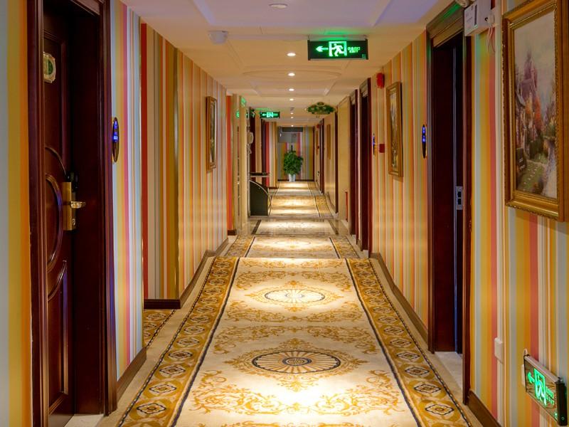 情侶主題房走廊