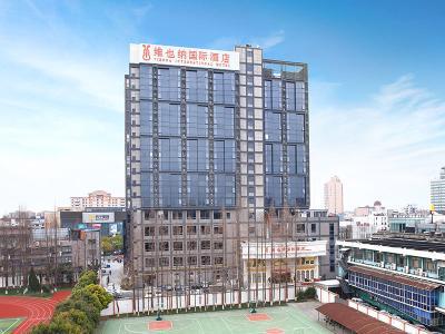 上海虹桥枢纽青浦地铁站店